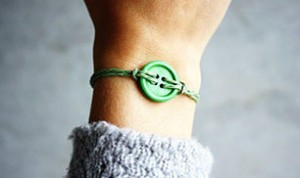 Diy Beautiful Button Bracelet